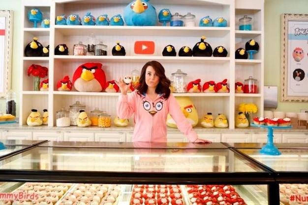Rosanna-Pansino-holding-a-cupcake-at-Little-Cupcake-BakeShop-Angry-Birds-Youtube-Event-thumb-640xauto-159.jpg